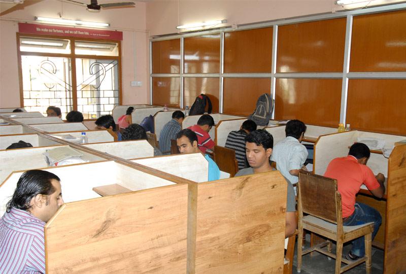 college student reading room chembur colony yuvak mandal
